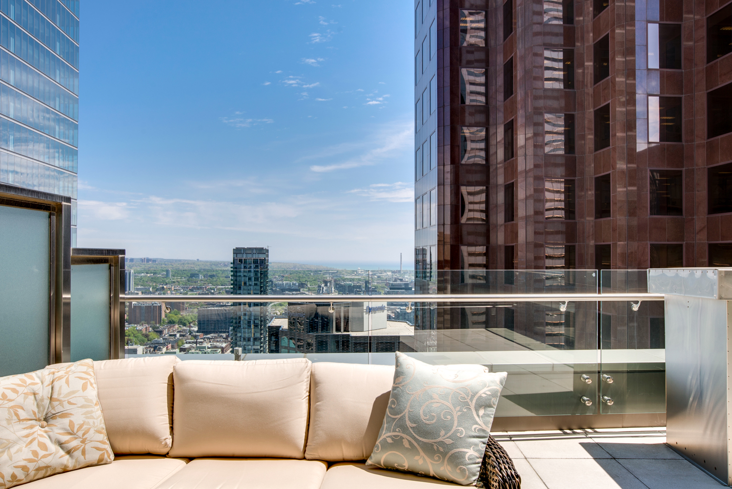 Exclusive – Off Market Luxury Suite with Terrace